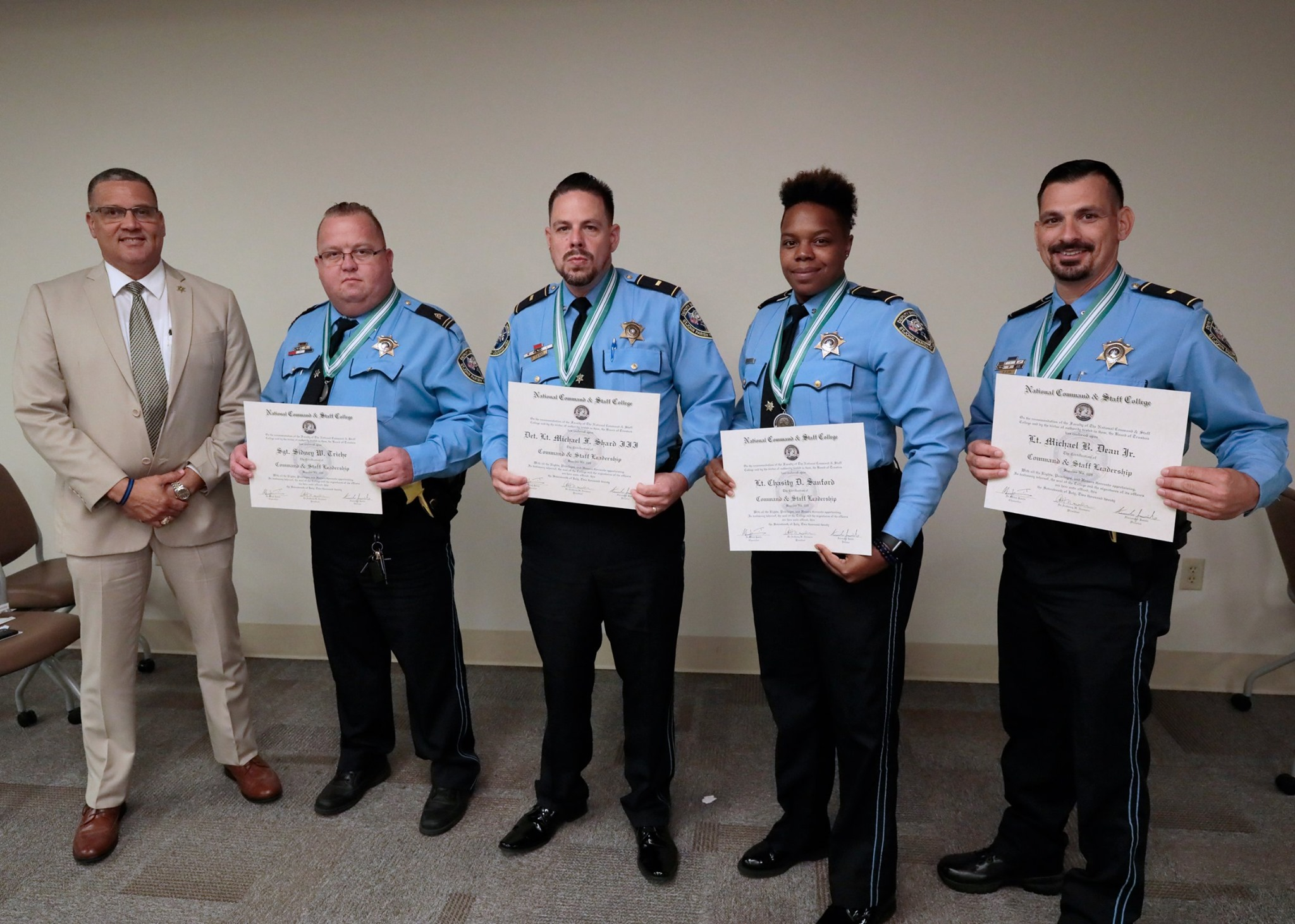 Officers Graduate From Command and Staff College